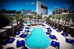 Vegas Pool